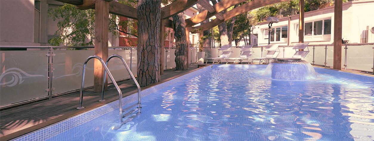 Hotel concord riccione 4 stelle hotel con piscina in - Piscina due pini ...