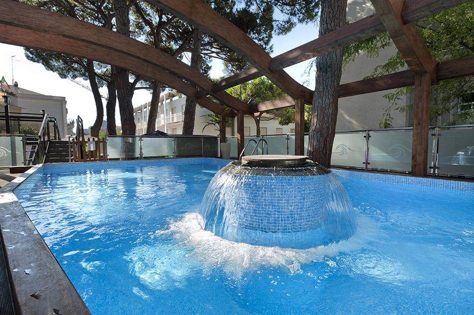 Hotel concord riccione 4 stelle hotel con piscina in for Piscina riccione